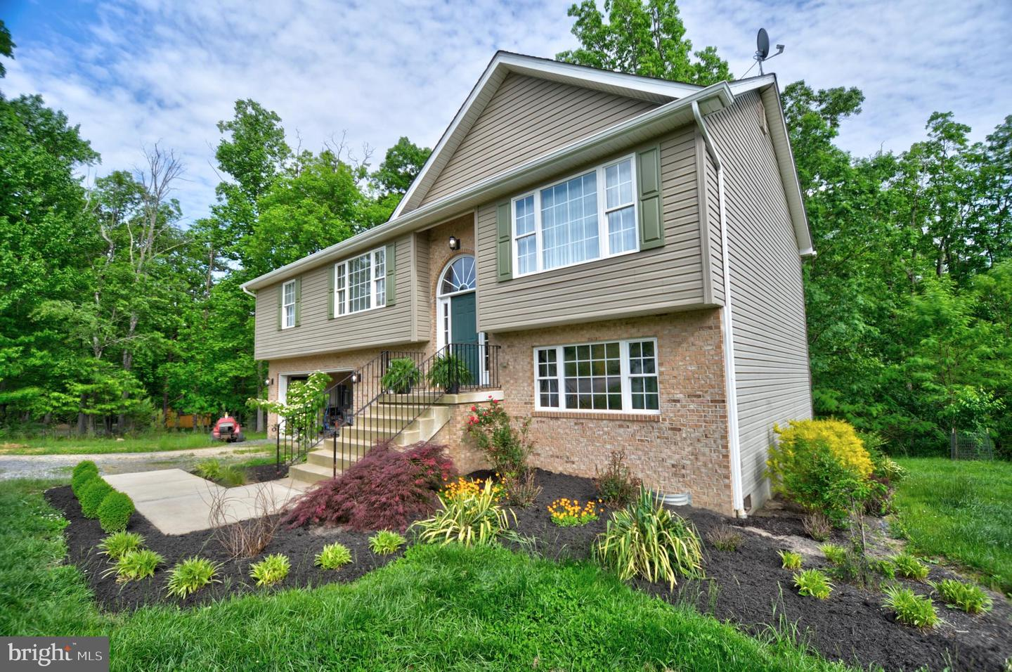 Single Family for Sale at 60 Creekside Dr 60 Creekside Dr Capon Bridge, West Virginia 26711 United States