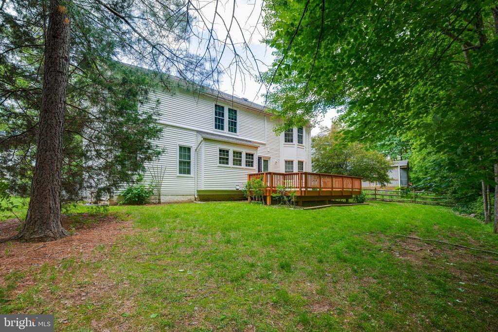 - 2332 CLUB POND LN, RESTON