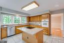 Light Filled Kitchen - 2332 CLUB POND LN, RESTON
