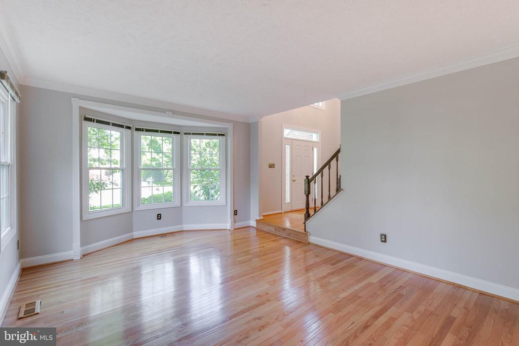Gleaming hardwoods on main level - 2332 CLUB POND LN, RESTON