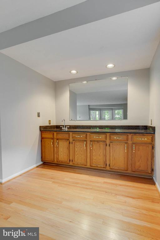 Wet Bar off of Family Room - 2332 CLUB POND LN, RESTON