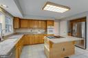 Expansive Counter Space - 2332 CLUB POND LN, RESTON