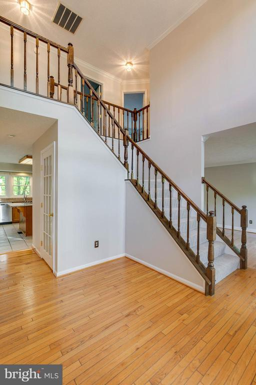 Spacious Open Foyer - 2332 CLUB POND LN, RESTON