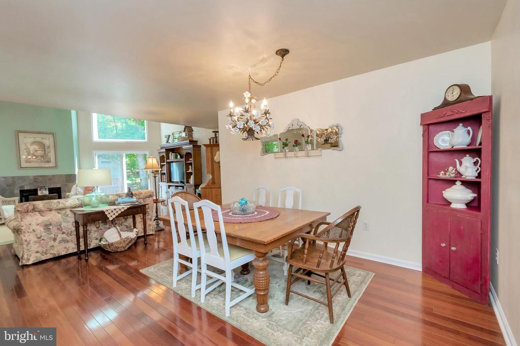 Gorgeous gleaming hardwood floors - 119 MONTICELLO CIR, LOCUST GROVE