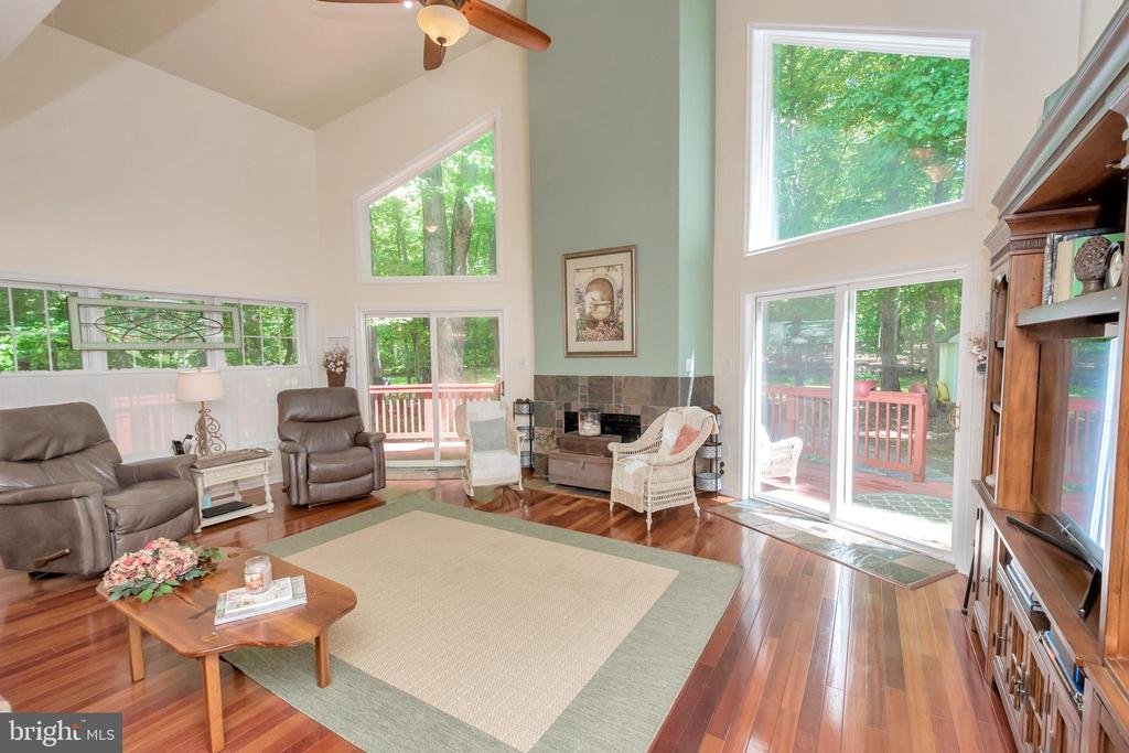 Bright and airy great room - 119 MONTICELLO CIR, LOCUST GROVE