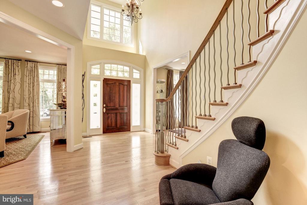 2 Story Foyer, Hardwood Floors, Palladium Windows - 11096 WHITSTONE PL, RESTON