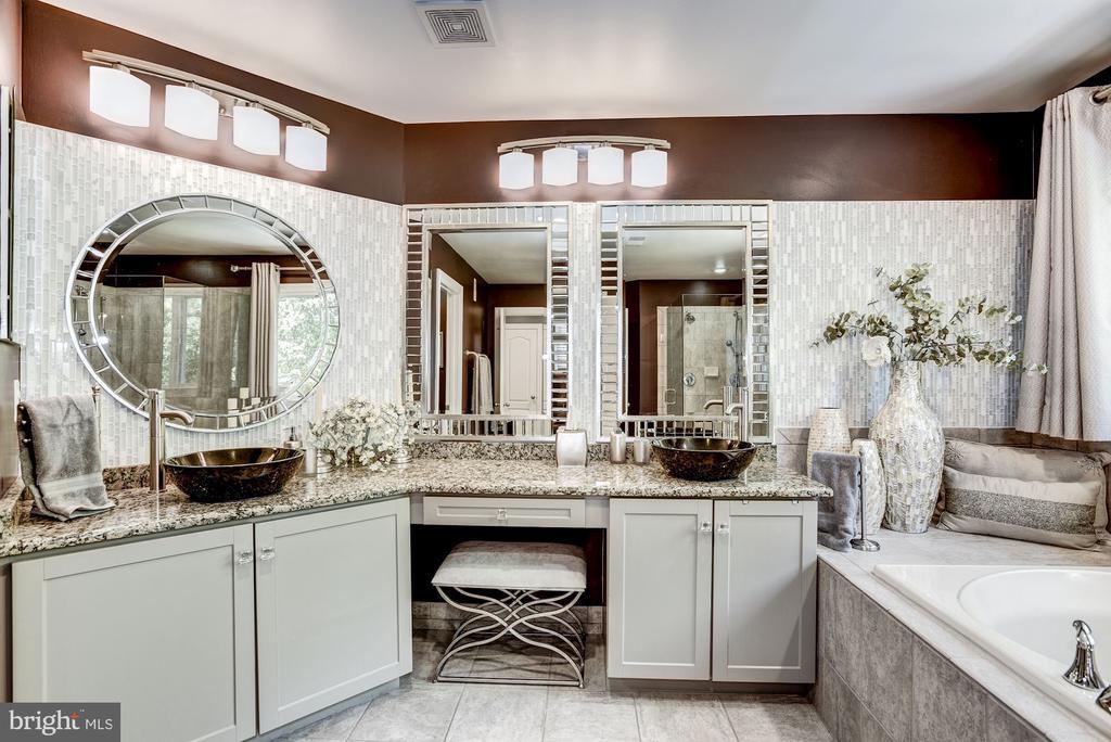 Master Bath, Dual Lighted Vanities - 11096 WHITSTONE PL, RESTON