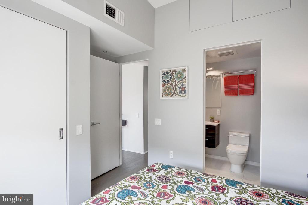 Second bedroom with en-suite - 2422 17TH ST NW #301, WASHINGTON