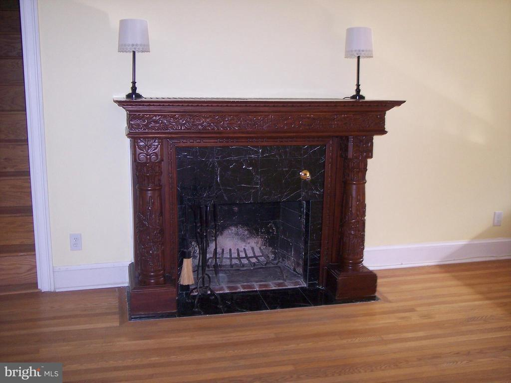 Living Room - Fireplace (can hide wires for Wi-Fi) - 9103 LOUIS AVE, SILVER SPRING
