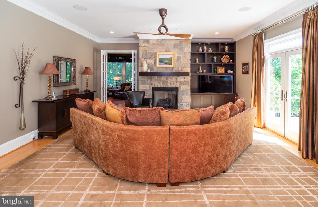 Family room with stone fireplace and built-ins - 3606 N VERNON ST, ARLINGTON