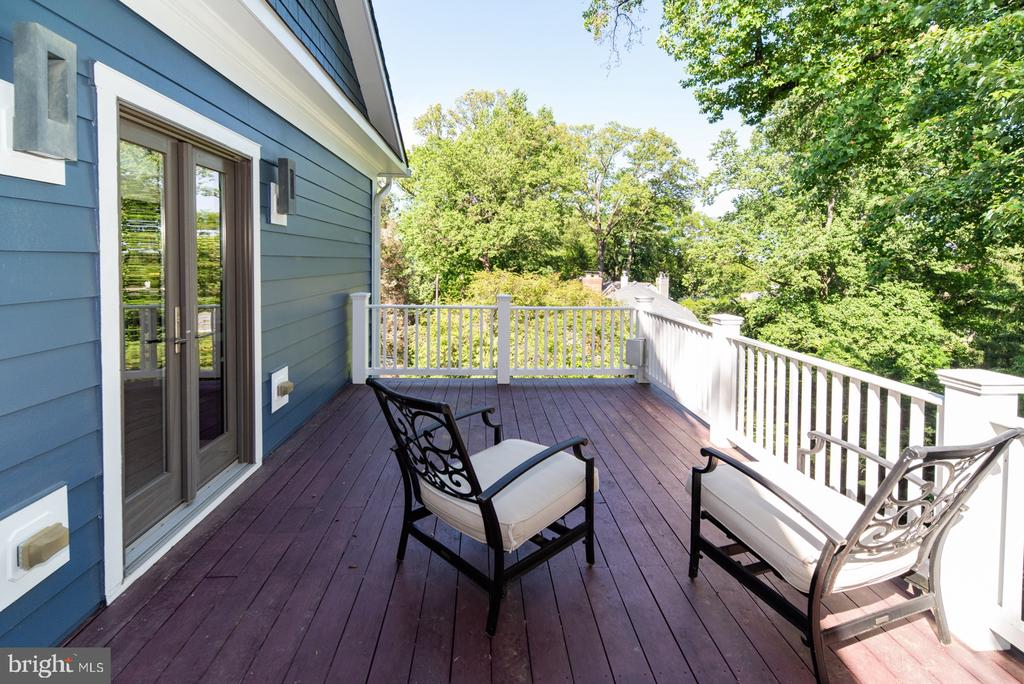 Private deck off of master bedroom - 3606 N VERNON ST, ARLINGTON