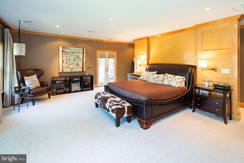 Master bedroom with deck - 3606 N VERNON ST, ARLINGTON