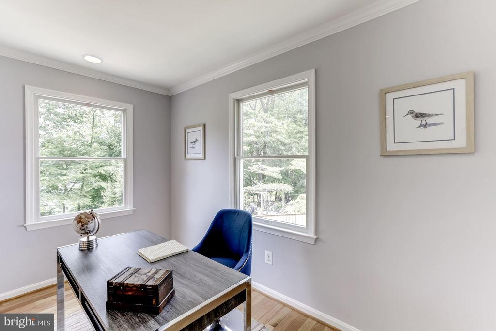 Well-lit office space - 7630 LISLE AVE, FALLS CHURCH