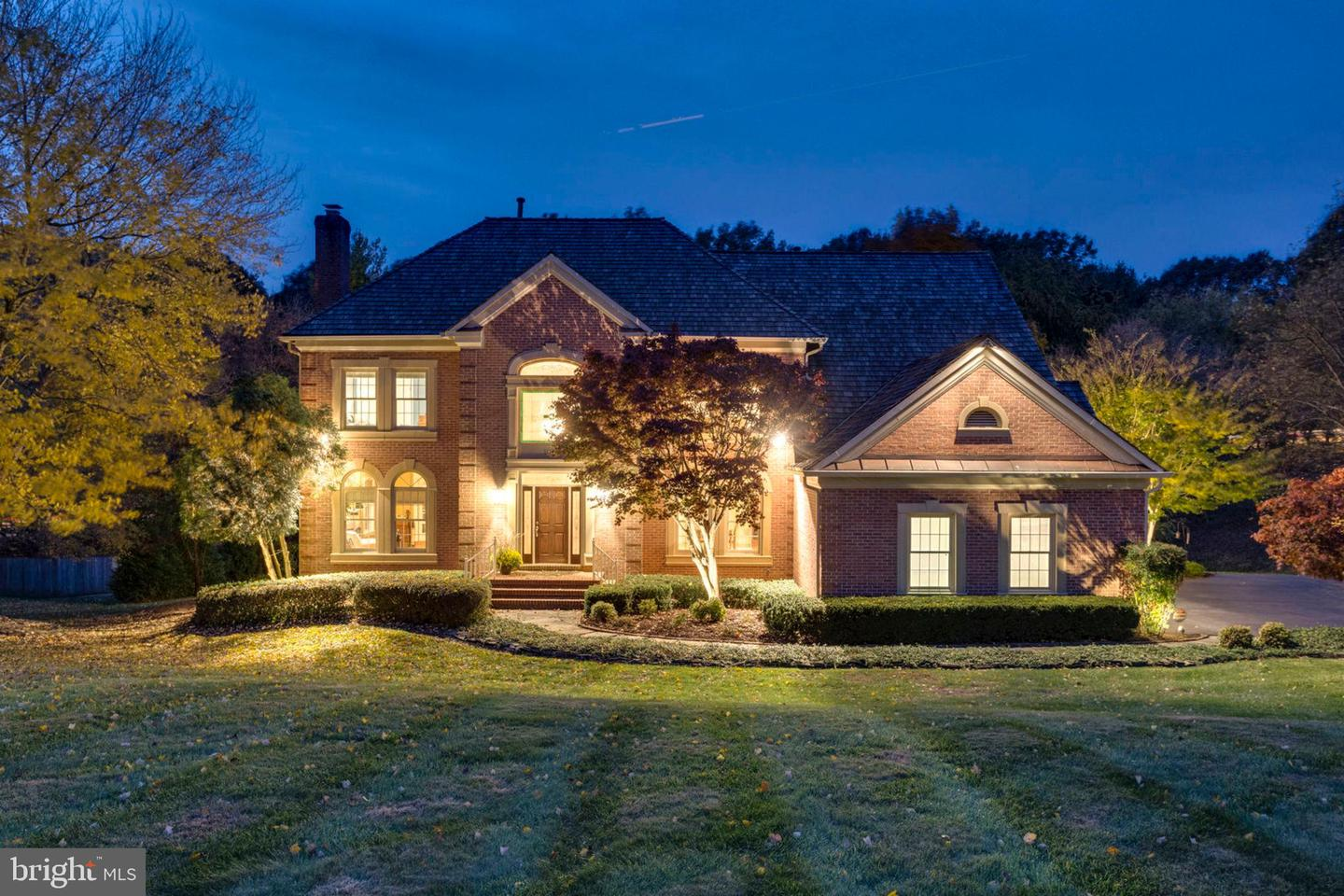 Single Family for Sale at 10727 Hunters Pl Vienna, Virginia 22181 United States