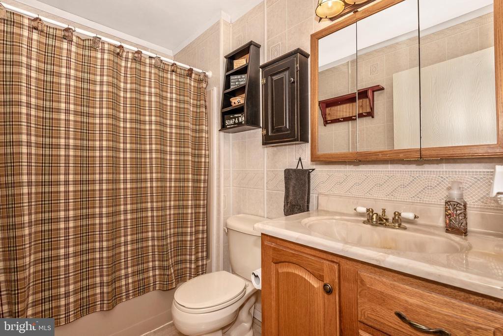 Main Level Full Bathroom - 16808 POWELL RD, SHARPSBURG