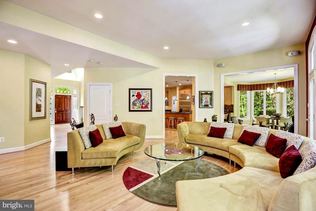 Bright and Spacious Family Room - 11096 WHITSTONE PL, RESTON