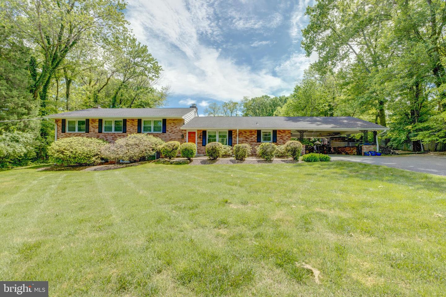 Single Family for Sale at 10005 Coach Rd Vienna, Virginia 22181 United States