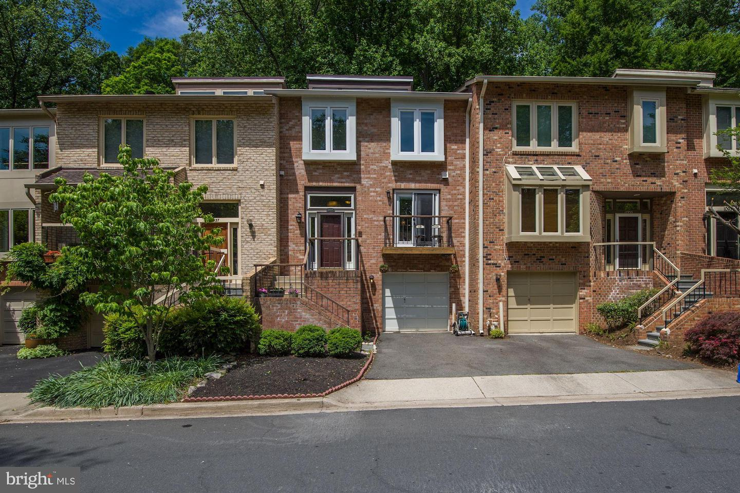 Single Family for Sale at 10935 Whiterim Dr 10935 Whiterim Dr Potomac, Maryland 20854 United States