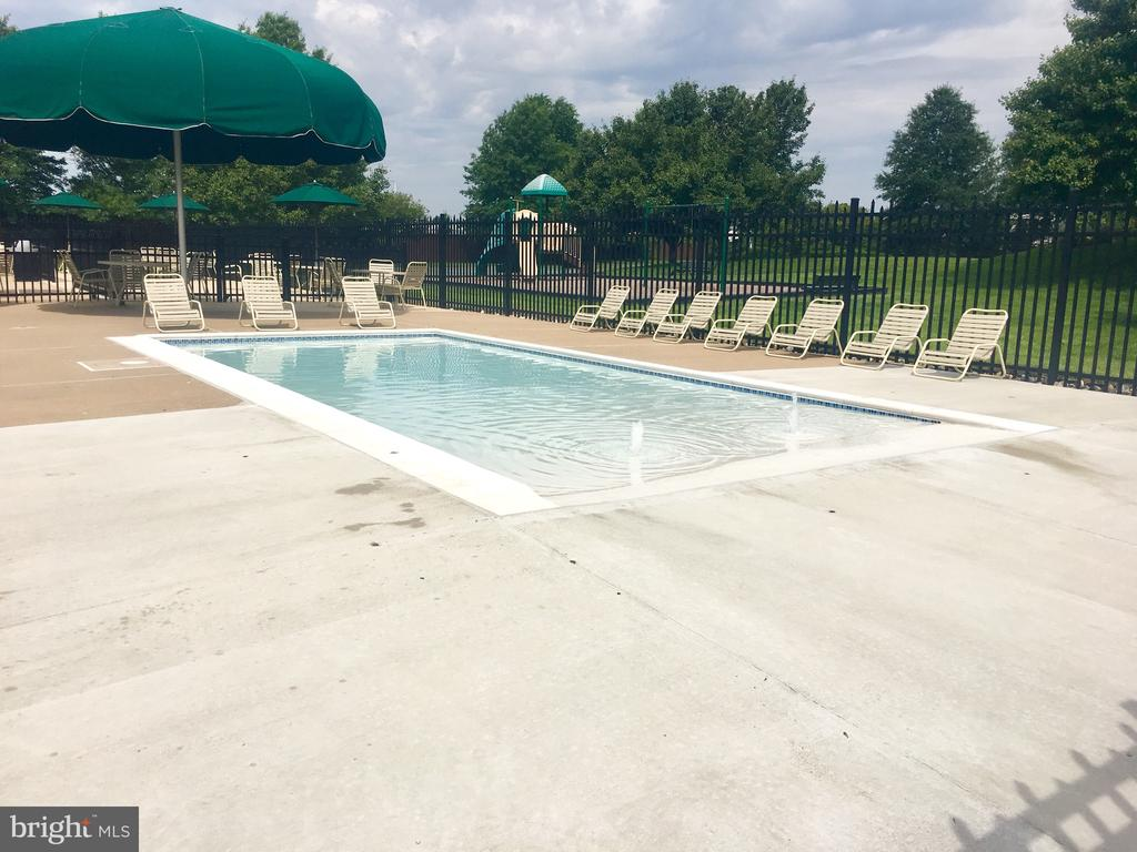 Baby pool - 21344 SAWYER SQ, ASHBURN