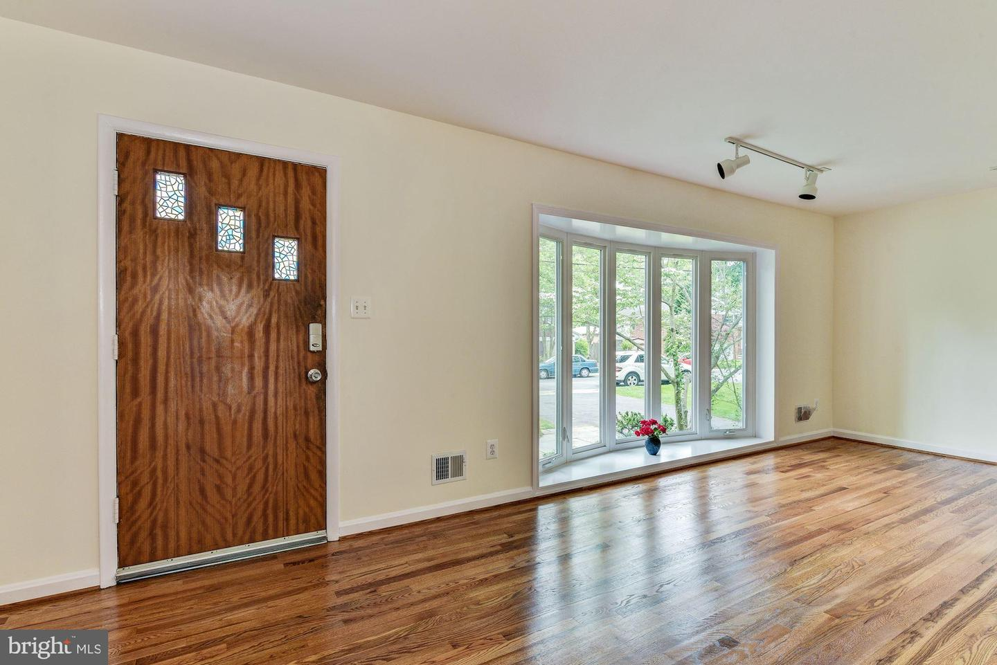 Additional photo for property listing at 9006 Friars Rd Bethesda, Maryland 20817 United States