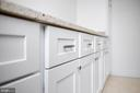 Look at the modernity in this cabinetry! - 6442 LAKERIDGE DR, NEW MARKET