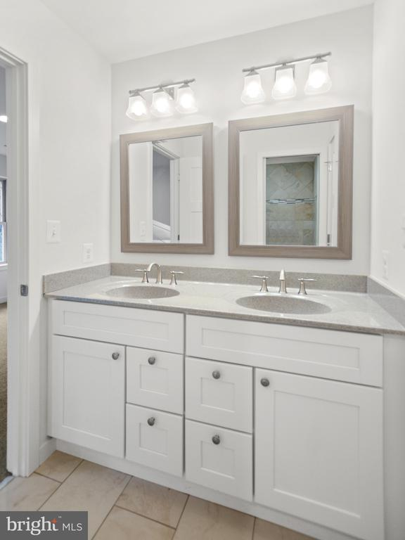 Jack and Jill bathroom upper level - 6442 LAKERIDGE DR, NEW MARKET