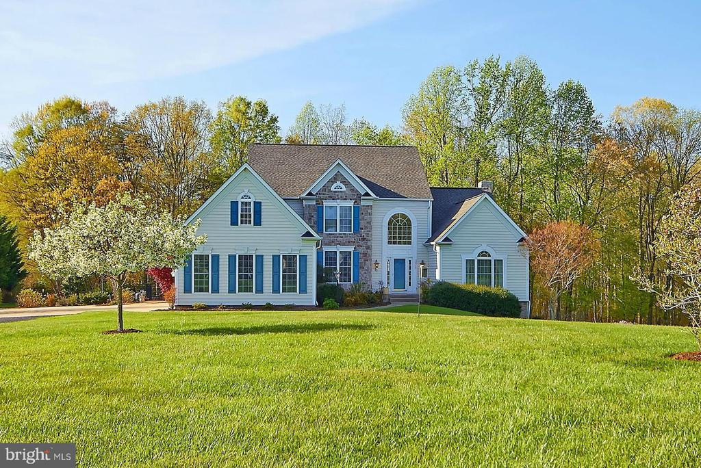 Custom colonial nestled  on 6.6+ acre lot - 32315 DEEP MEADOW LN, LOCUST GROVE