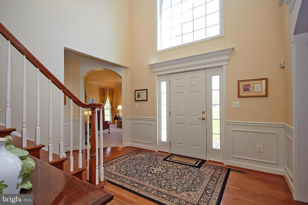 Elegant 2 story hardwood foyer - 32315 DEEP MEADOW LN, LOCUST GROVE