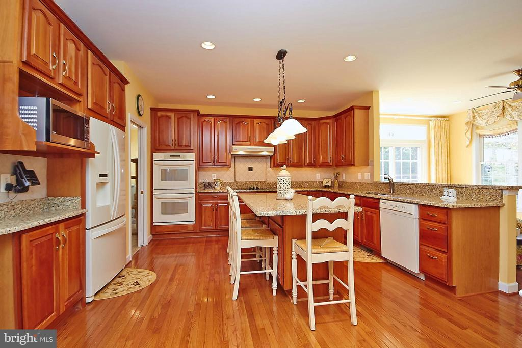 Gourmet hardwood kitchen w/double ovens - 32315 DEEP MEADOW LN, LOCUST GROVE