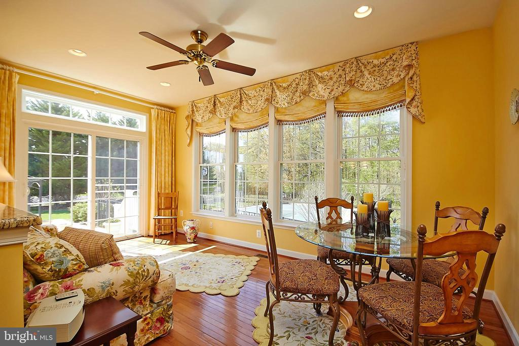 Hardwood breakfast nook in Florida room - 32315 DEEP MEADOW LN, LOCUST GROVE