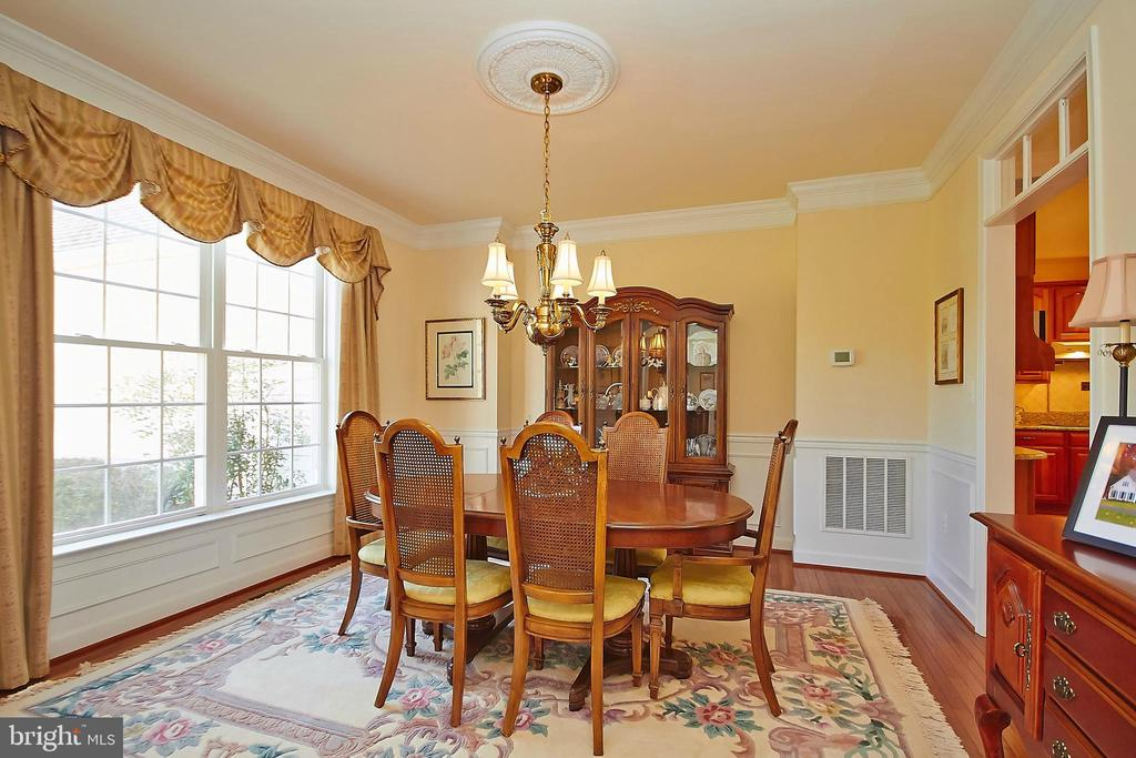 Hardwood formal dining room - 32315 DEEP MEADOW LN, LOCUST GROVE