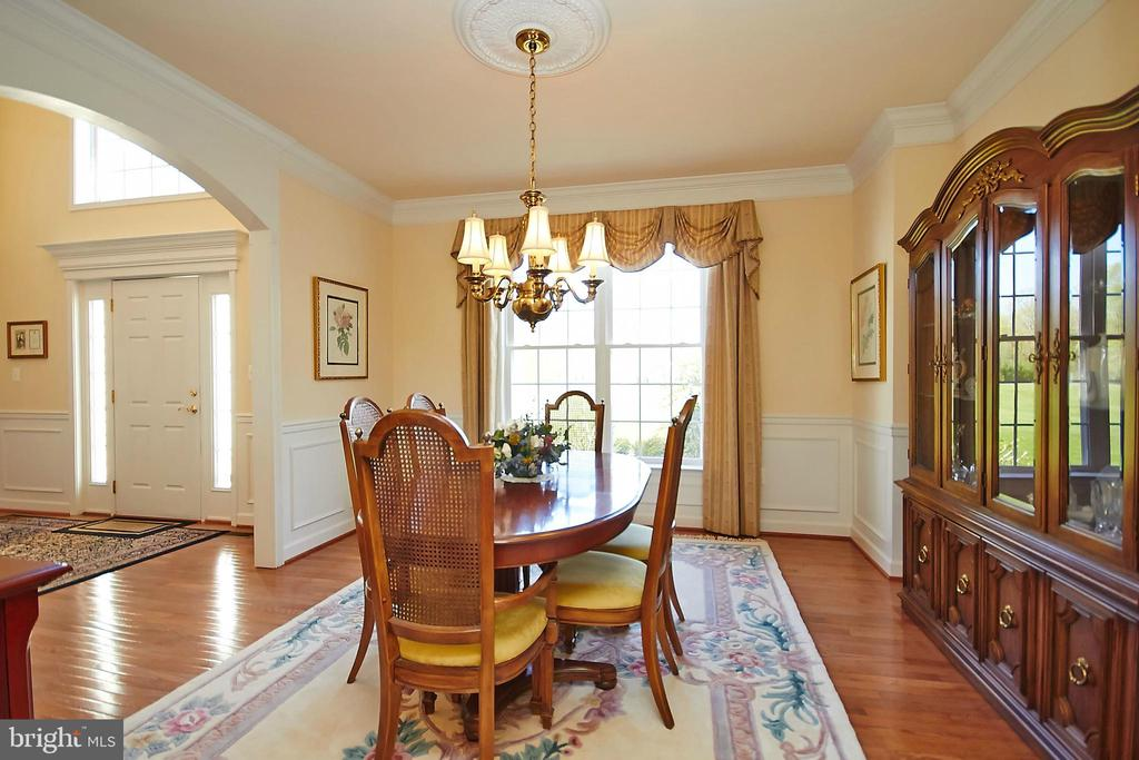 Formal dining room w/wainscotting & crown molding - 32315 DEEP MEADOW LN, LOCUST GROVE