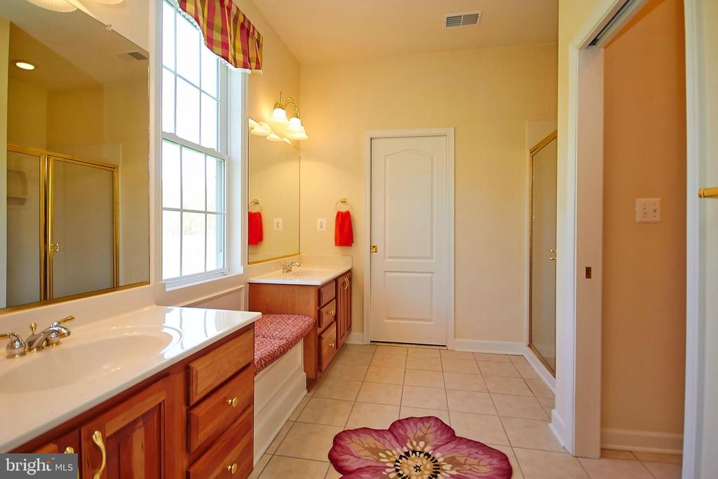 Master bath w/double vanities & marble shower - 32315 DEEP MEADOW LN, LOCUST GROVE