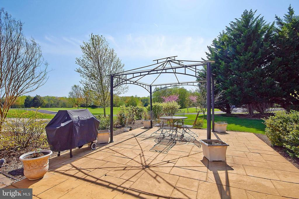 Stamped patio great for grilling & entertaining - 32315 DEEP MEADOW LN, LOCUST GROVE