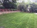 Beautifully landscaped  yard - 8104 LANGBROOK RD, SPRINGFIELD
