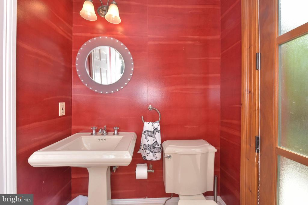 Powder room w/ exterior door perf for entertaining - 329 WASHINGTON ST N, ALEXANDRIA