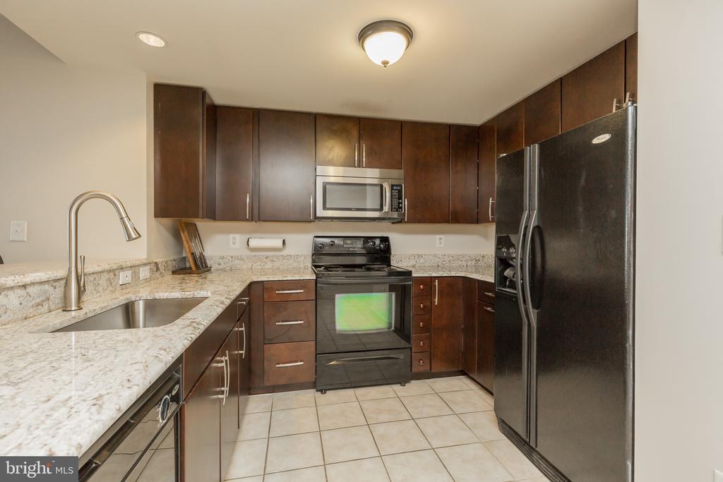 Granite tops - open floor plan kitchen - 777 7TH ST NW #1124, WASHINGTON