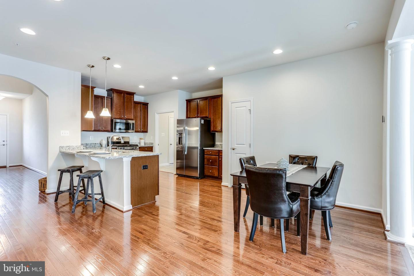 Additional photo for property listing at 8317 Pondview Dr Millersville, Maryland 21108 United States