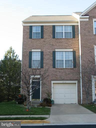 Single Family for Sale at 2512 Clover Field Cir Herndon, Virginia 20171 United States