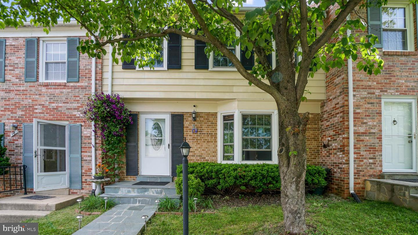Single Family for Sale at 17 Chantilly Ct Rockville, Maryland 20850 United States