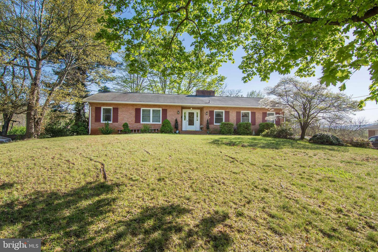 Single Family for Sale at 115 Accomac Rd Front Royal, Virginia 22630 United States