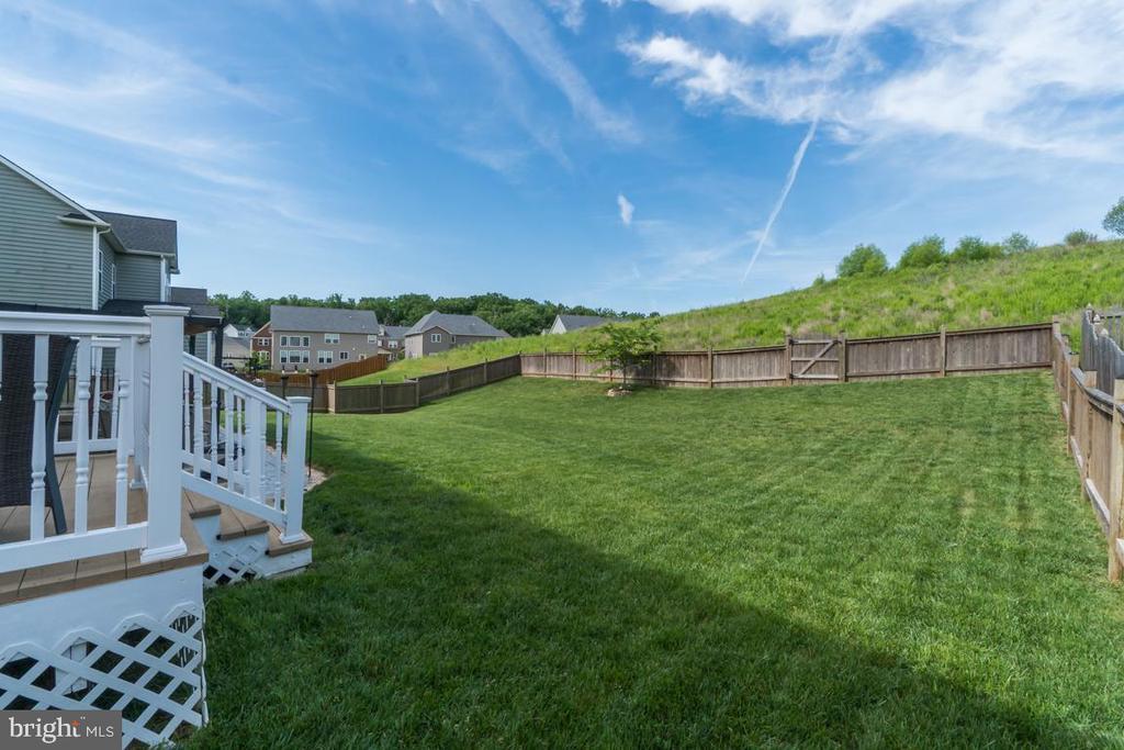 Full fenced rear yard - 8 BRADBURY WAY, STAFFORD