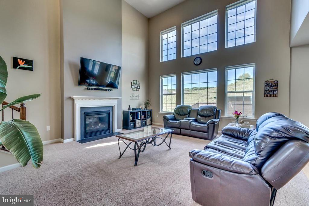 Family room with gas fireplace - 8 BRADBURY WAY, STAFFORD