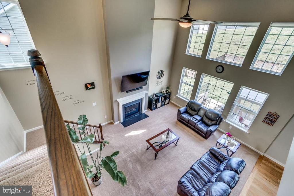 Family room view from above - 8 BRADBURY WAY, STAFFORD