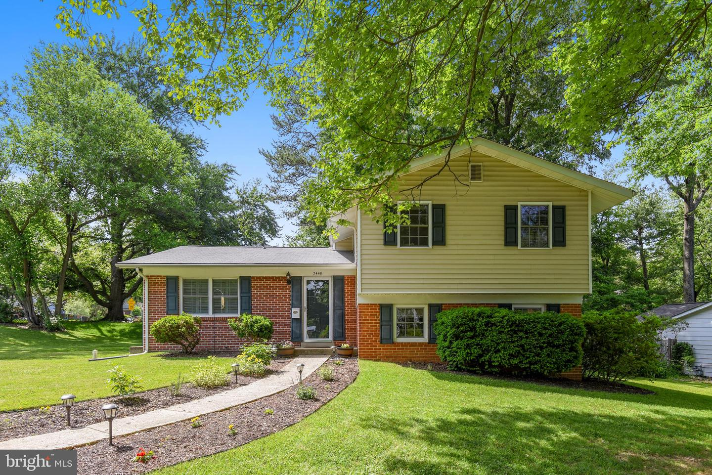 Single Family for Sale at 2448 Shenandoah St Vienna, Virginia 22180 United States