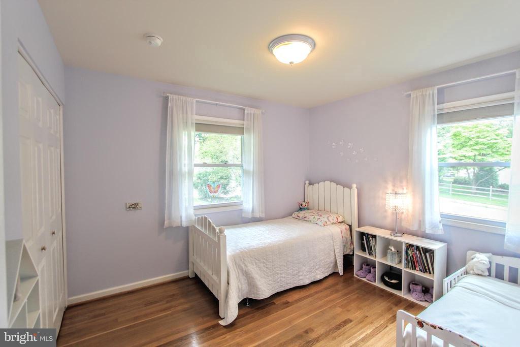Second bedroom - 100 JAMES DR SW, VIENNA