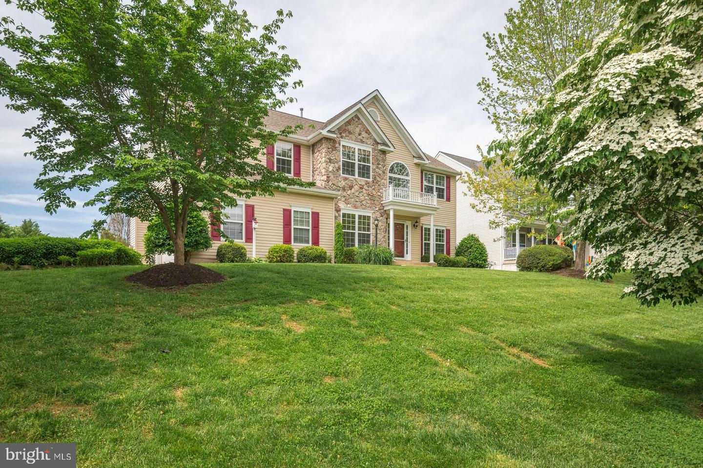 Single Family for Sale at 676 Fox Chase St Warrenton, Virginia 20186 United States