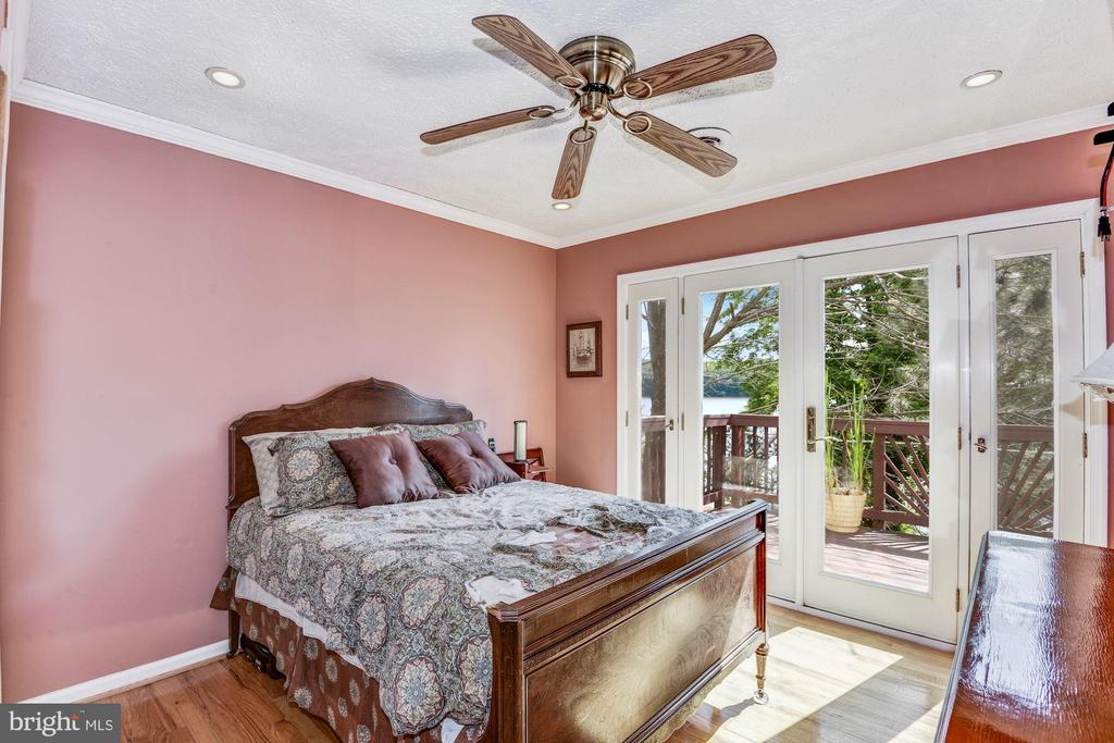 Bedroom 2 w/balcony - 18336 POSSUM POINT RD, DUMFRIES