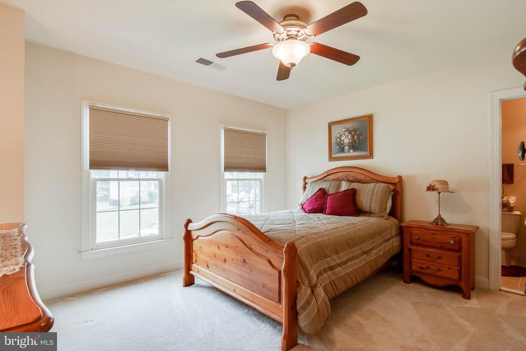 Bedroom 2 with En Suite Bathroom - 3465 LOGSTONE DR, TRIANGLE