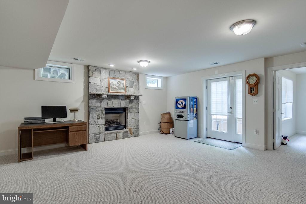 Walk-out Basement with Gas Fireplace - 3465 LOGSTONE DR, TRIANGLE
